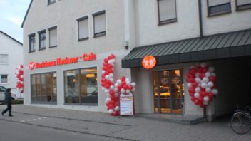 Neueröffnung in Reichertshofen mit attraktivem Sitzcafé.